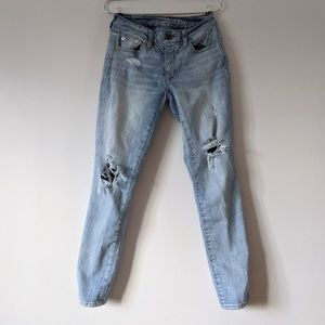 AE Light Wash Distressed Boyfriend Jeans 00